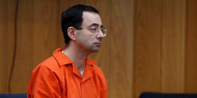 Larry Nassar condannato per aver abusato di 260 ragazze: rischia da 40 a 125