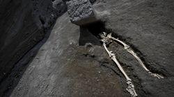 L'ultimo fuggitivo di Pompei portava con sé un tesoretto, ma la gamba malata lo