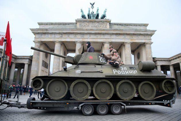 Un nuovo anniversario per il muro che divise Berlino: 10.316 giorni dalla sua costruzione e altrettanti...