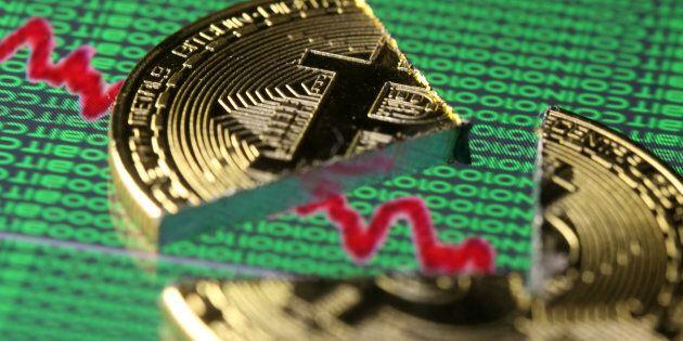 Bitcoin crolla: -13% sotto i 6mila