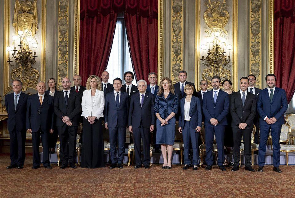 Il presidente della Repubblica Sergio Mattarella con il presidente del Consiglio Giuseppe Conte e i ministri...