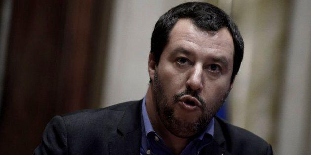 Il neoministro dell'Interno Matteo Salvini parte da Pozzallo, luogo simbolo degli