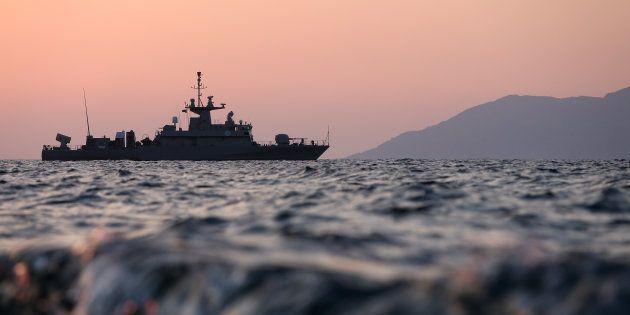 Migranti: naufragio in Egeo, 9 morti, 6 bimbi. Tragedia anche al largo delle coste tunisine: almeno 46