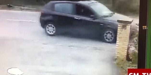 Il fermo immagine, tratto dal video delle telecamere di sorveglianza del bar H7 di Casette Verdini e...