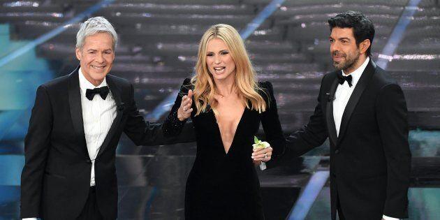 19a733d6d6 Sanremo 2018, Michelle Hunziker veste Armani (e non Trussardi). I ...