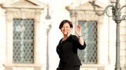 La neoministra della Difesa Trenta dispone il trasferimento del marito per