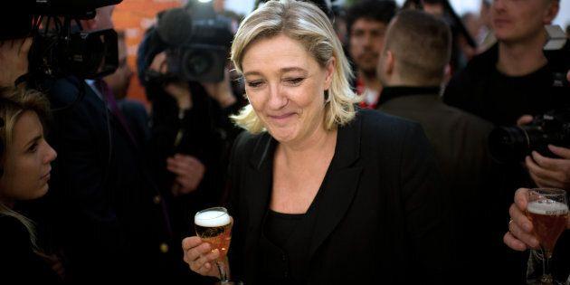 Marine Le Pen alla festa del 2 giugno all'ambasciata italiana a Parigi: