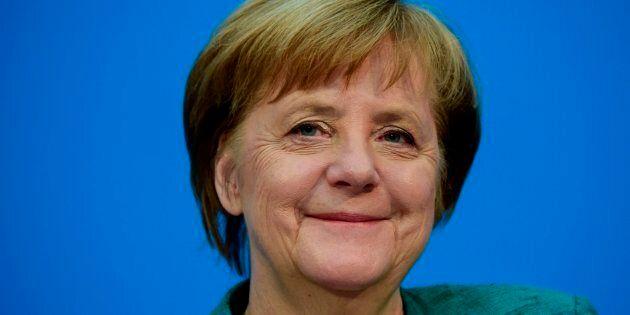 Cedere per durare. Ora Angela Merkel può governare altri quattro