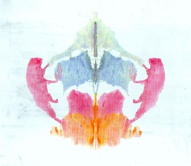 In questa immagine utilizzata per il famoso test di Rorschach un'intelligenza artificiale 'normale' vede...