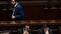 Conte in aula per la replica, Salvini va via per un