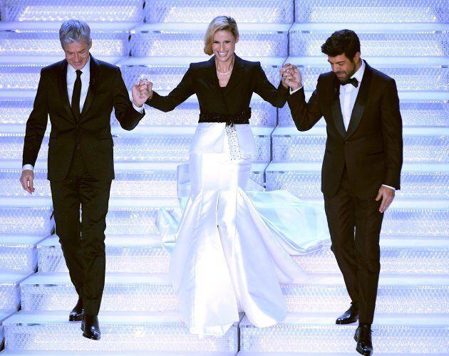 pretty nice ae208 a3cd9 Sanremo 2018, Michelle Hunziker veste Trussardi ma non piace ...