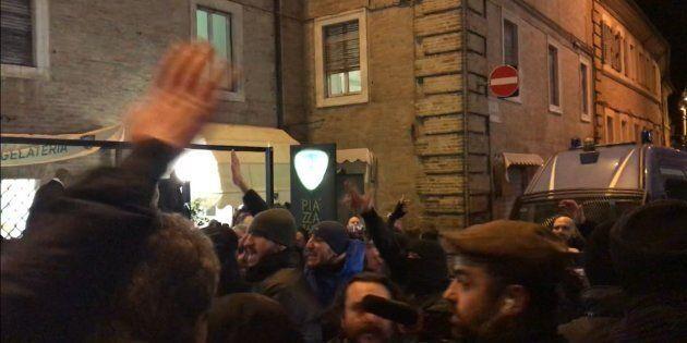 Più carabinieri che estremisti. Solo una ventina di Forza Nuova in piazza con Fiore. Macerata blindata...