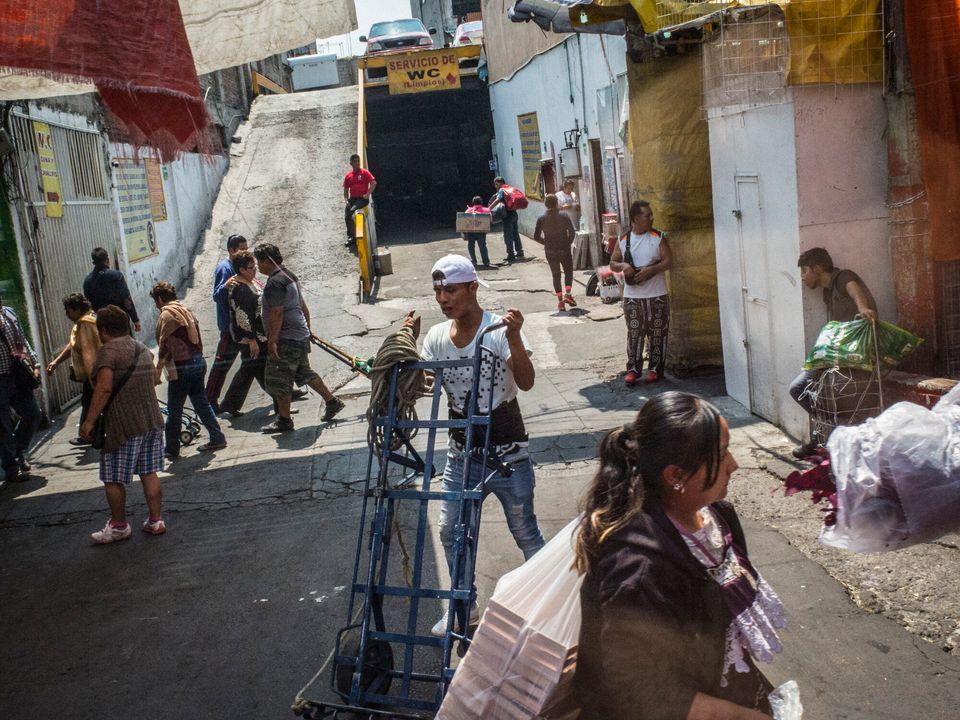 The Buzz Project, le metropoli fotografate dall'alto del mezzo più democratico al mondo: il