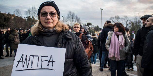 04/02/2018 Macerata, presidio di solidarietà ai migranti residenti a Macerata dopo il raid razzista di...