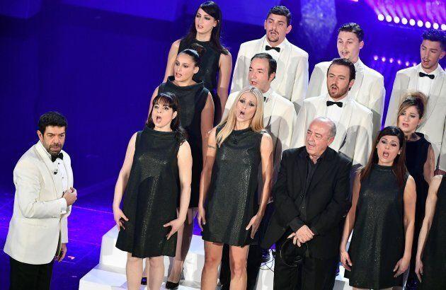 Sanremo 2018, Michelle Hunziker veste Moschino e piace a tutti: