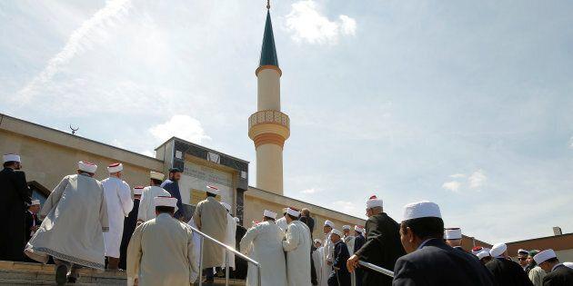 Sette moschee chiuse, 40 imam espulsi. Linea dura dell'Austria contro i finanziamenti illeciti