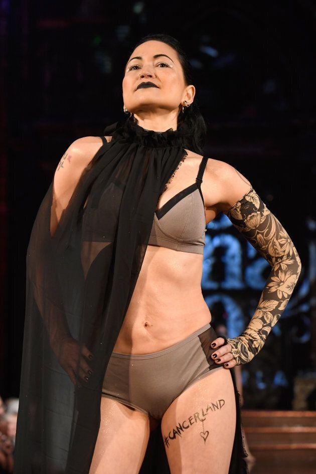 Alla New York Fashion Week sfilano le donne colpite dal cancro al seno. E fanno la