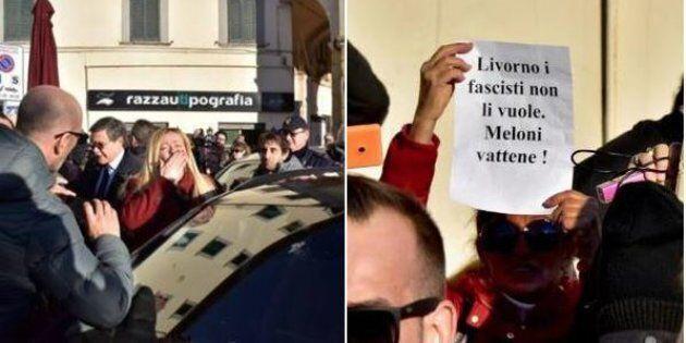 Giorgia Meloni contestata a Livorno: contro di lei anche una bottiglietta di