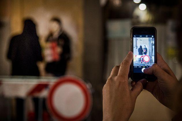 12/06/2018 Firenze, nuova azione dello street artist TV BOY, autore del famoso bacio Salvini - Di Maio...
