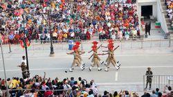 Tra India e Pakistan, lo show degli eserciti nel confine più teso del