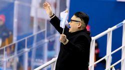 Arriva Kim Jong-un e le cheerleader nordcoreane vanno in tilt. Ma è un