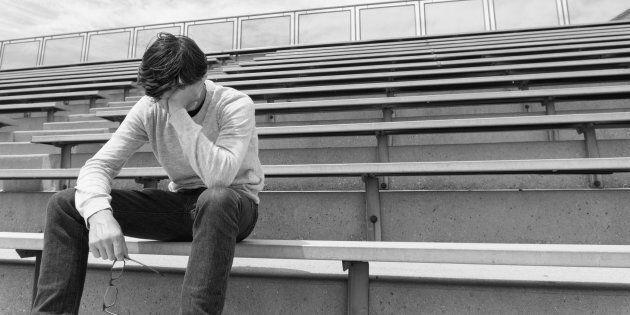 Bocciato in quarto superiore, 18enne si suicida buttandosi sotto un treno a