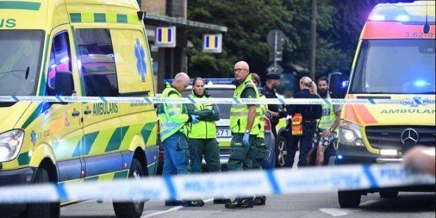 Un uomo spara in pieno centro a Malmoe mentre i tifosi svedesi festeggiano la vittoria contro la Corea...