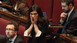 Giulia Sarti per ora non si autosospende da M5S. L'ex fidanzato la avverte: