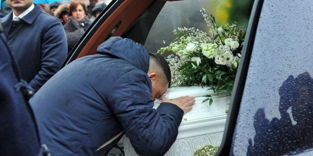 Il papà di Beatrice Naso, Alessandro, durante il funerale della figlia presso il Santo Volto a Torino,...