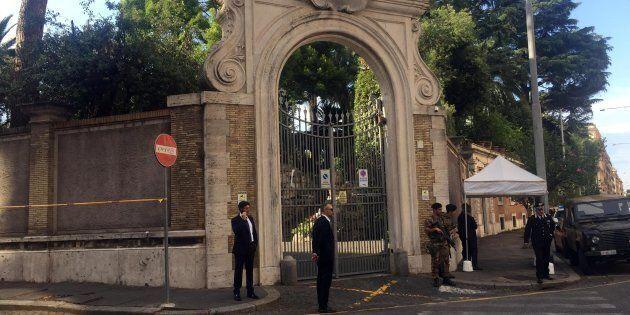 Salvini assente al primo incontro Vaticano-governo. Imbarazzo nella Santa Sede per l'uscita a