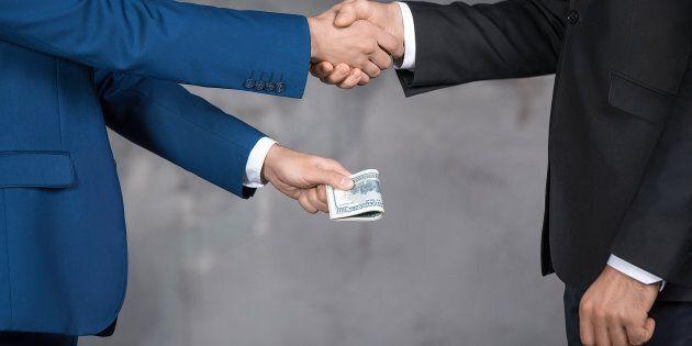 Risultati immagini per politica soldi