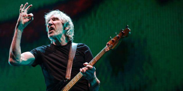 Roger Waters, ex bassista e cantante dei Pink Floyd, durante un concerto a Los