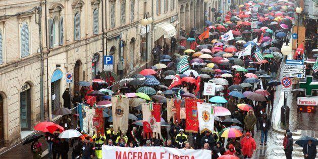 La manifestazione antifascista e antirazzista in corso a Macerata, promossa dal Comune dopo la morte...