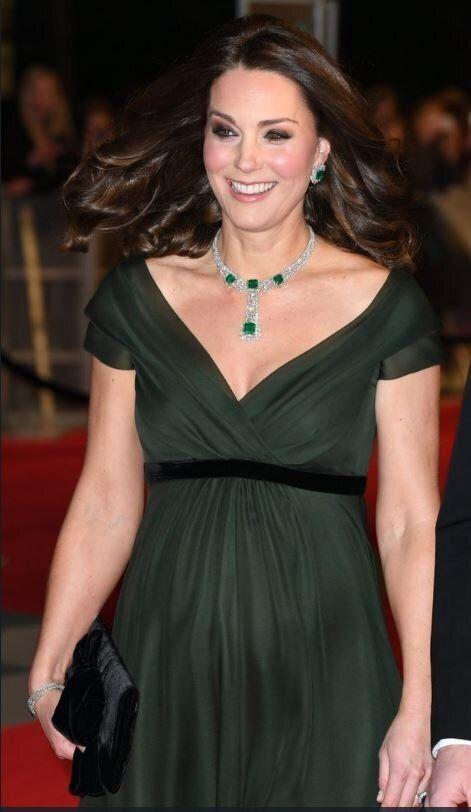 Kate Middleton non segue il total black delle donne al Bafta contro le molestie. La duchessa opta per...