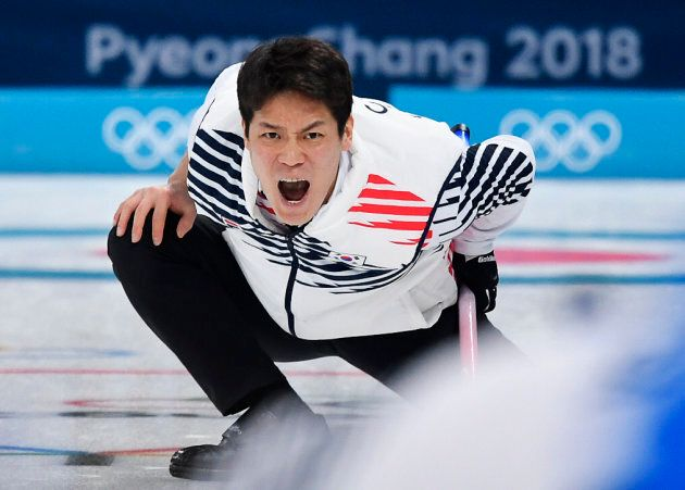 Italia del curling sconfitta dalla Corea 8-6. Martedì sfide decisive con Svezia e