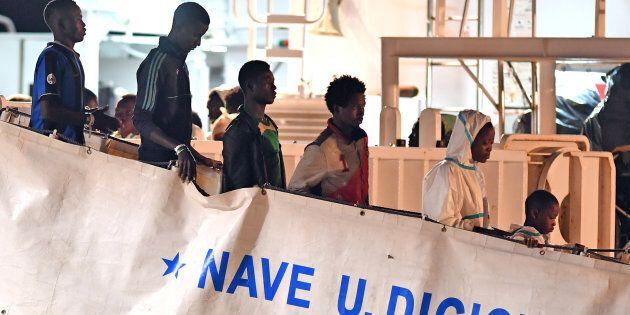 Un bambino di 8 anni ha attraversato l'Africa ed è sbarcato a
