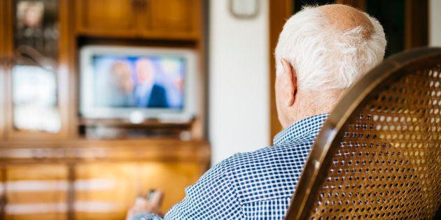 Rai gratis per gli anziani. Gentiloni annuncia esenzione per 350.000 over
