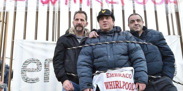Presidio dei lavoratori Embraco davanti all'azienda a Riva Presso Chieri Torino, 20 febbraio 2018 ANSA/ALESSANDRO...