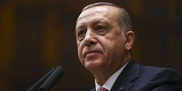 Erdogan lancia la stretta finale ai curdi dell'Ypg: