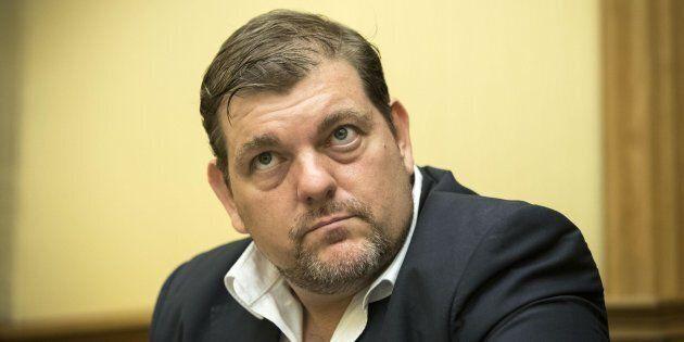 Solidarietà bipartisan per il regista Ambrogio Crespi alla vigilia della sentenza. Un processo tra dubbi...
