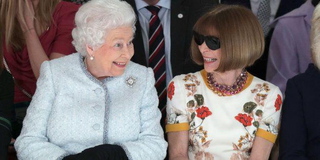 Anna Wintour con Elisabetta, anche nello stile c'è sempre qualcosa da
