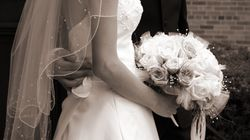Si presenta alle nozze dell'amante con l'abito da sposa (e scoppia il