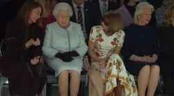 La Regina in prima fila alla London Fashion Week dimostra ancora una volta che lo stile non ha