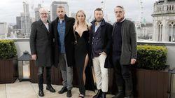 L'abito indossato da Jennifer Lawrence nella fredda Londra mostra che c'è ancora molto da fare contro il