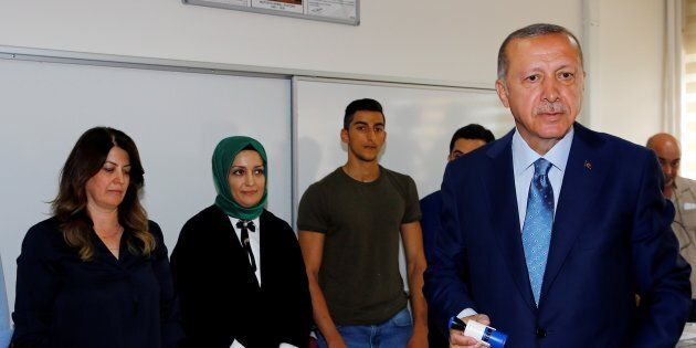 La morsa di Erdogan. Turchia al voto, fermati quattro italiani ai seggi nel sud-est curdo. L'opposizione...