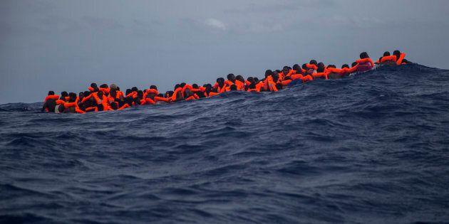 Salvate dalla Guardia costiera libica le 820 persone alla deriva. Annuncio di