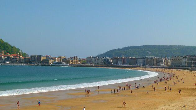 La Concha beach, San Sebastian, Spain. Una delle spiagge più famose in Europa. Il periodo miglio è da...