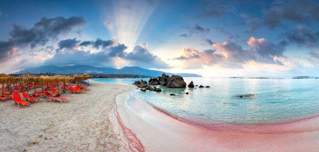 Elafonissi, la laguna rosa, in Grecia. Periodo consigliato: da maggio ad
