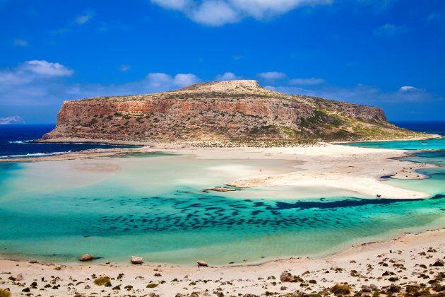 La laguna di Balos (in greco Μπάλος) è una laguna separata dall'omonima baia da una lingua di sabbia...