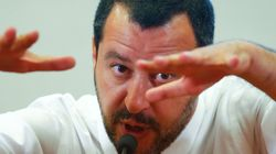 L'Italia in Libia per sfilarla alla Francia: Salvini torna da Tripoli e affonda contro